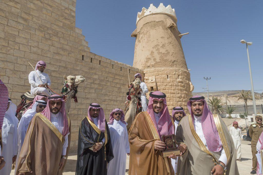أمير الجوف يزور المواقع الأثرية بمحافظة القريات