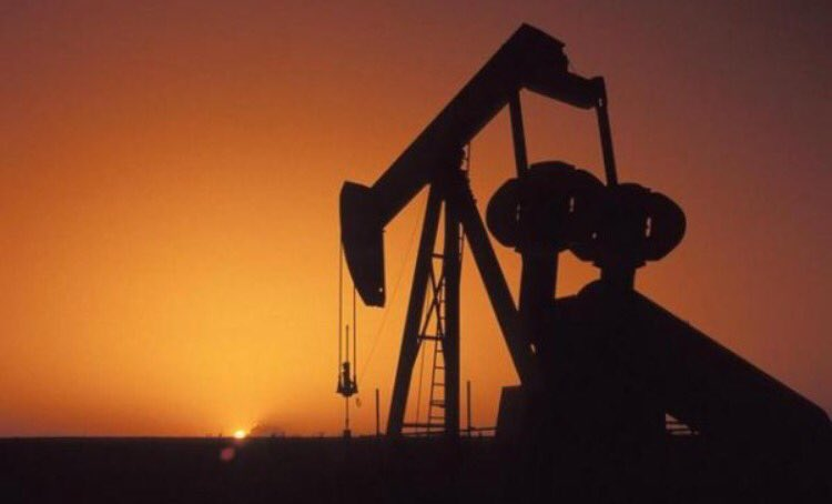النفط يتراجع بفعل زيادة الإمدادات