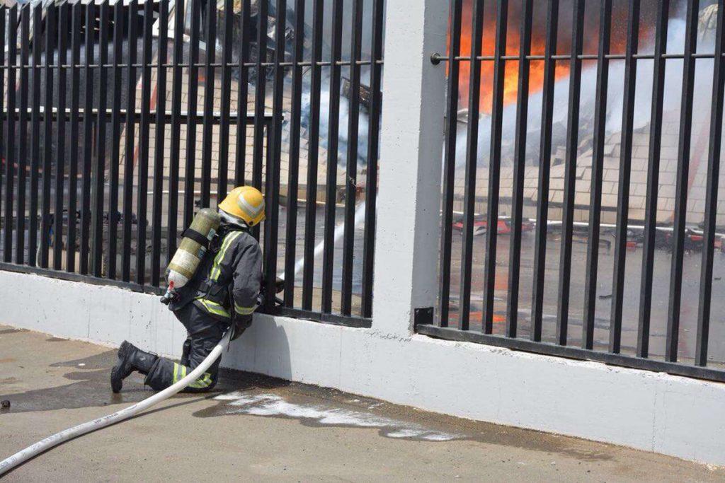 مدني جدة يسيطر على حريق مصنع بالمدينة الصناعية الجديدة