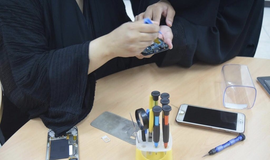 جامعة الباحة تنظم دورة صيانة الجوال الثانية للنساء الاثنين القادم