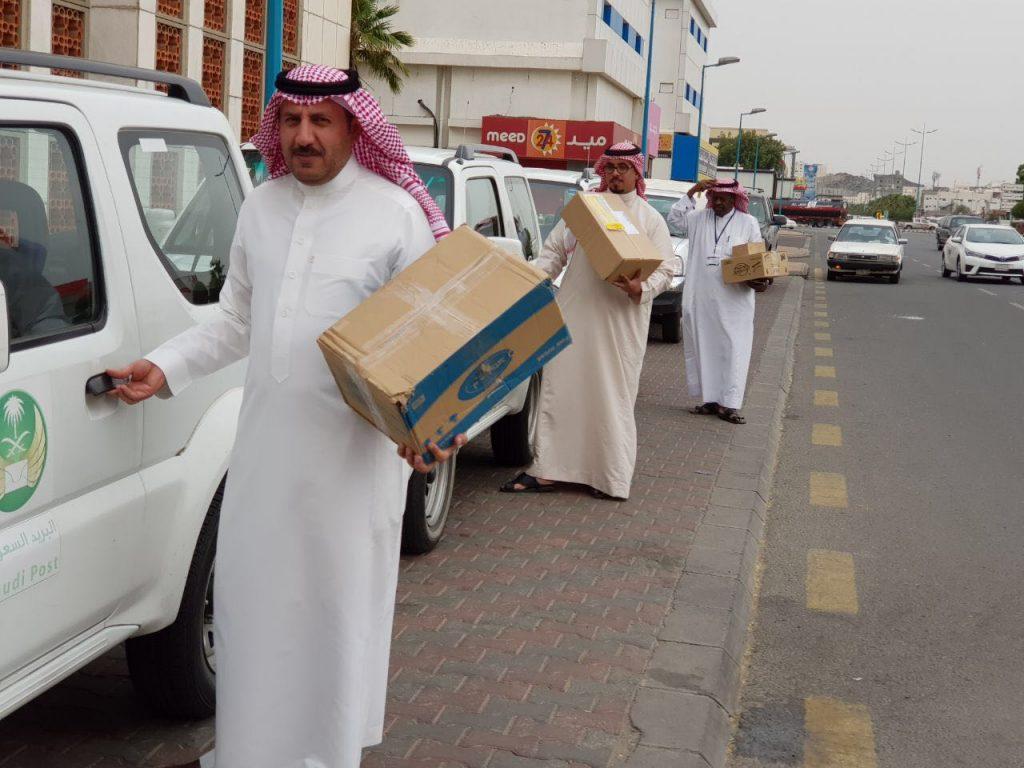 البريد السعودي بالطائف يوصل ٥٠٠ طرد لأصحابها في منازلهم في يوم