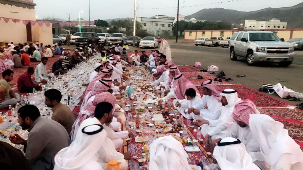 أهالي معشوقة يقيمون مائدة إفطار صائم على نية الشهداء