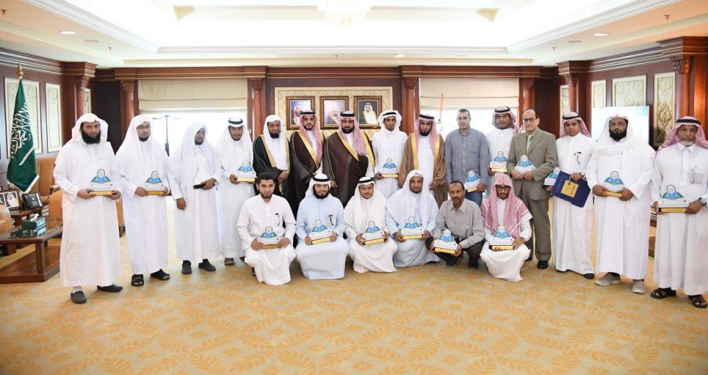 نائب أمير جازان يكرم الفائزين بمسابقة حفظ القران الكريم السنوية للجهات الحكومية
