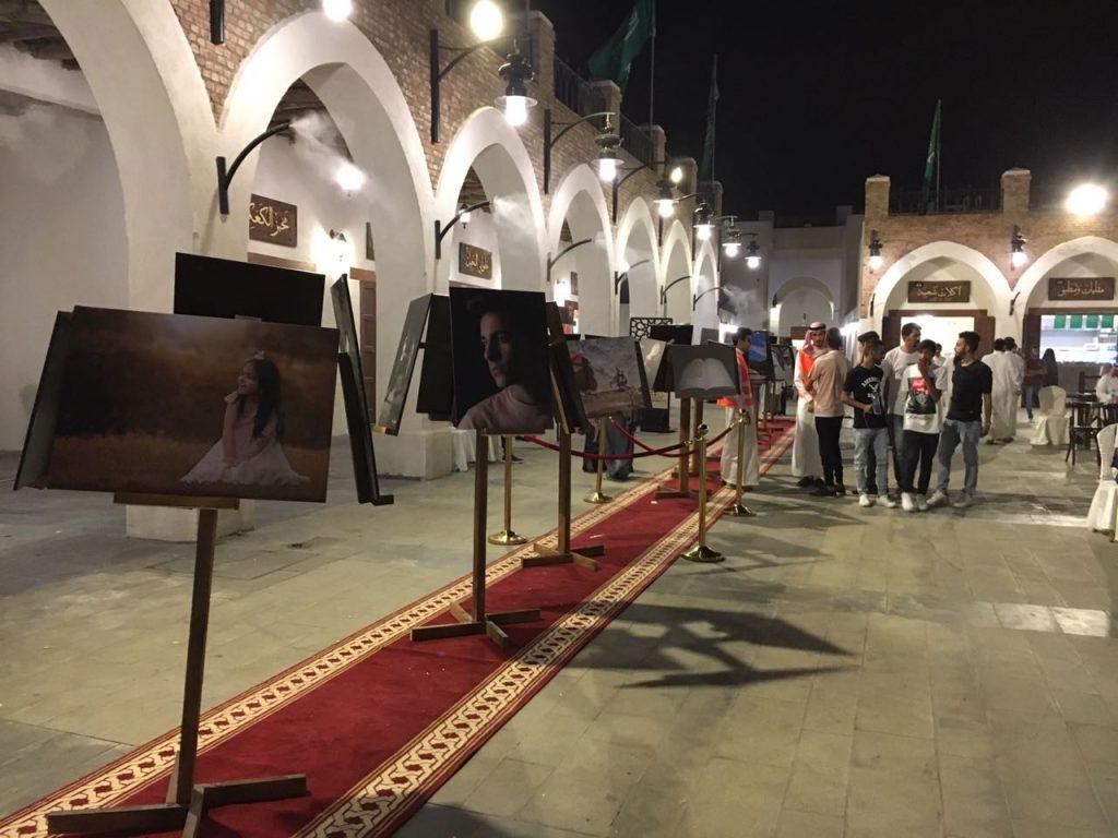 انطلاق معرض إضاءات لثقافة وفنون المدينة