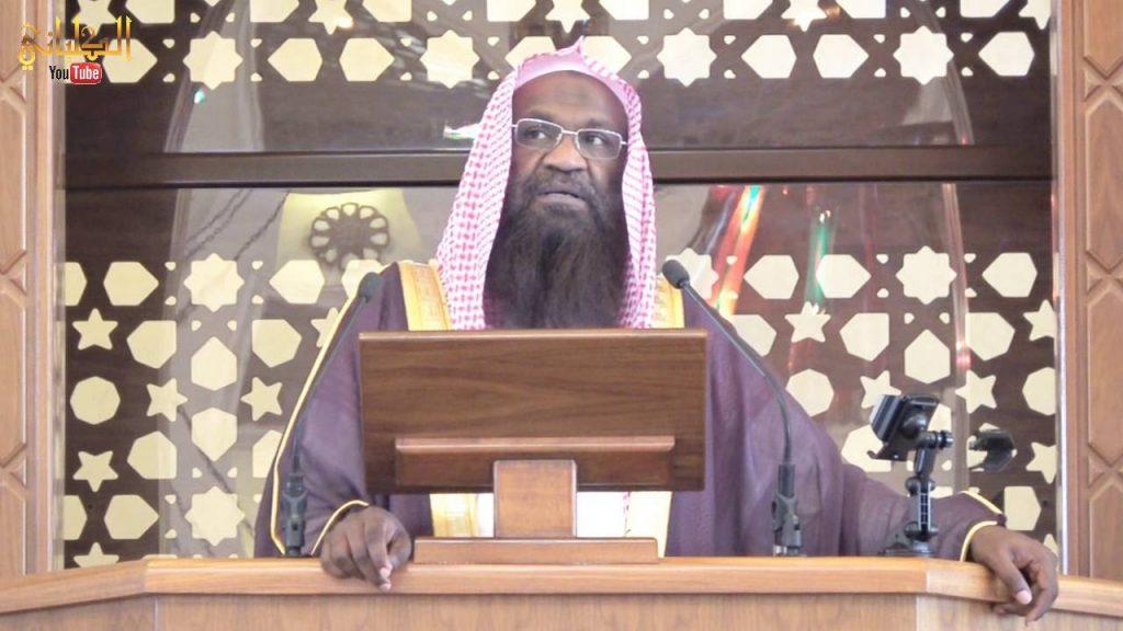بسبب الجوال.. الشيخ عادل الكلباني يوقف خطبة الجمعة ويوجه كلمة لأحد المصلين (فيديو)