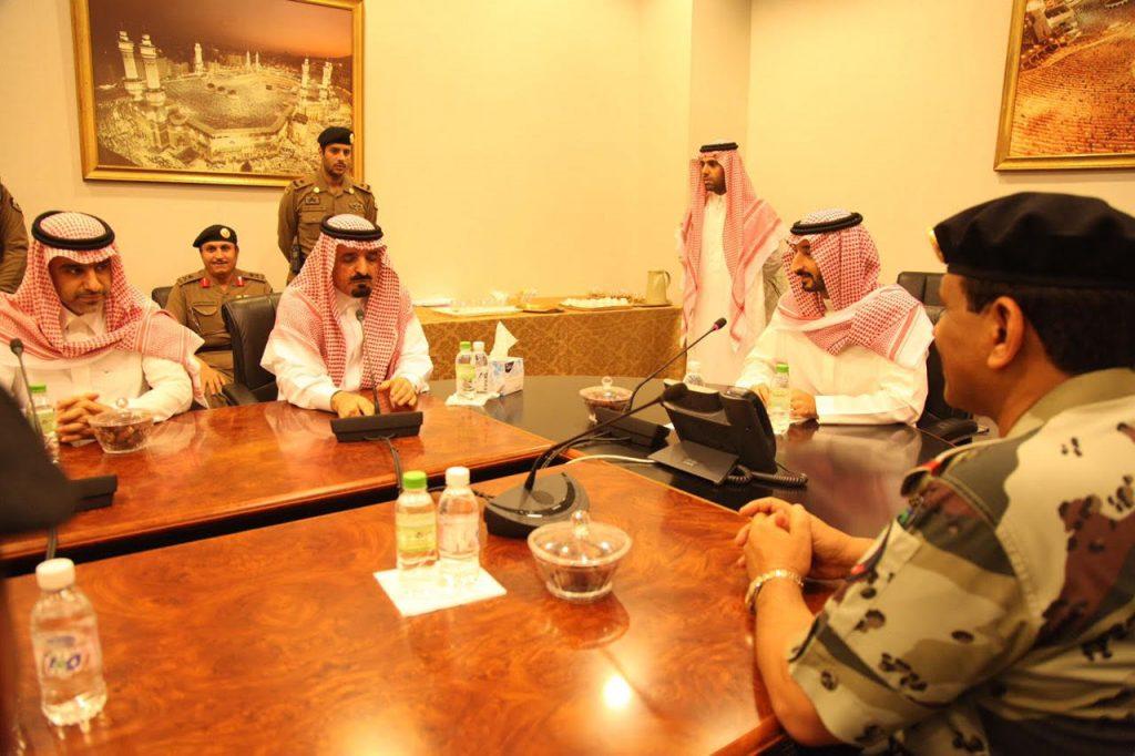 نائب أمير مكة يقف ميدانيًا على الجهود المبذولة بالمسجد الحرام