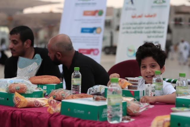 """وكالة شؤون المسجد النبوي تنظم مائدة إفطار لذوي القدرات الخاصة """"بعد إضافة الصور"""""""