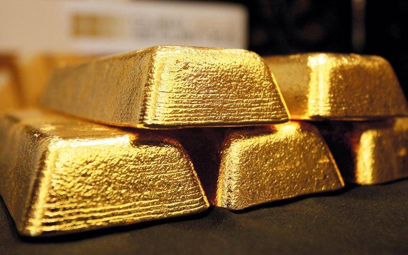 الذهب ينخفض.. والدولار يبلغ أعلى مستوياته أمام الين