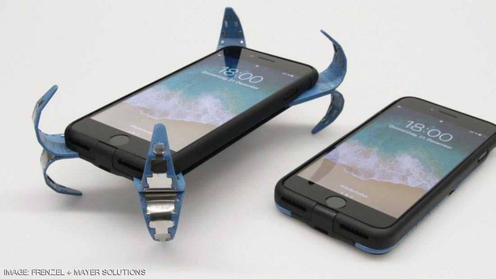 """ابتكار ألماني يحمي الهواتف من السقوط """"فيديو"""""""