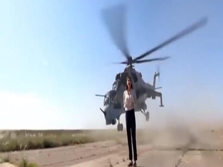 شاهد.. مروحية عسكرية كادت تطيح رأس مراسلة روسية