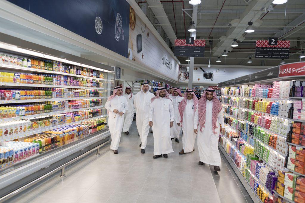 برعاية أمير الجوف: وكيل الإمارة افتتح أسواق المزرعة