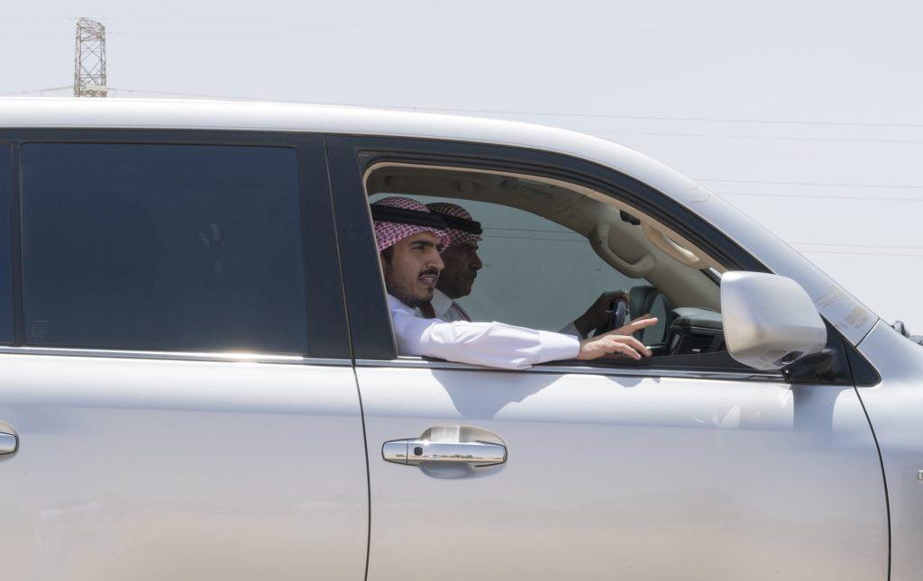 أمير الجوف يتفقد الخدمات البلدية في أحياء محافظة القريات