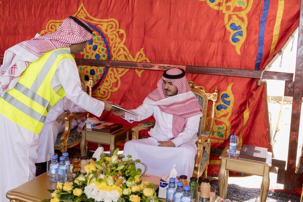 الأمير بدر بن سلطان يتفقد مشاريع وزارة النقل في محافظة القريات