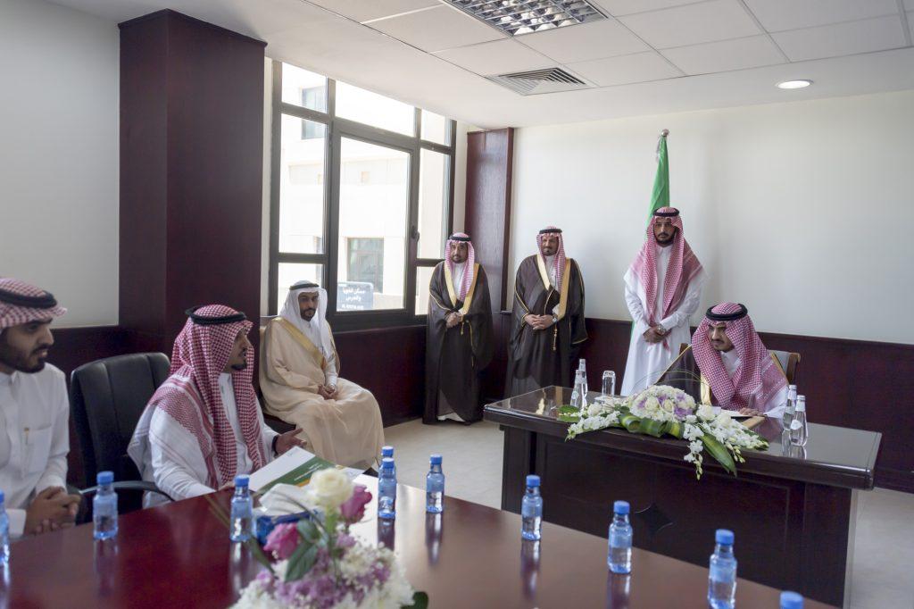 الأمير بدر بن سلطات التقي بأصحاب الهمم بمحافظة القريات