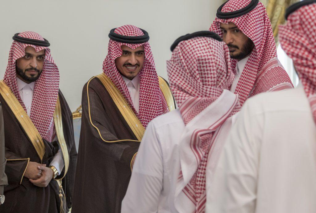 أمير الجوف التقى منسوبي الإمارة بمحافظة القريات
