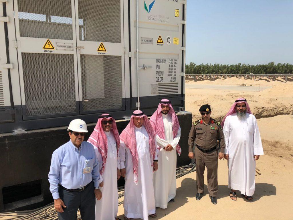 محافظ الخفجي في زيارة ميدانية لمشروع الحقل الشمسي