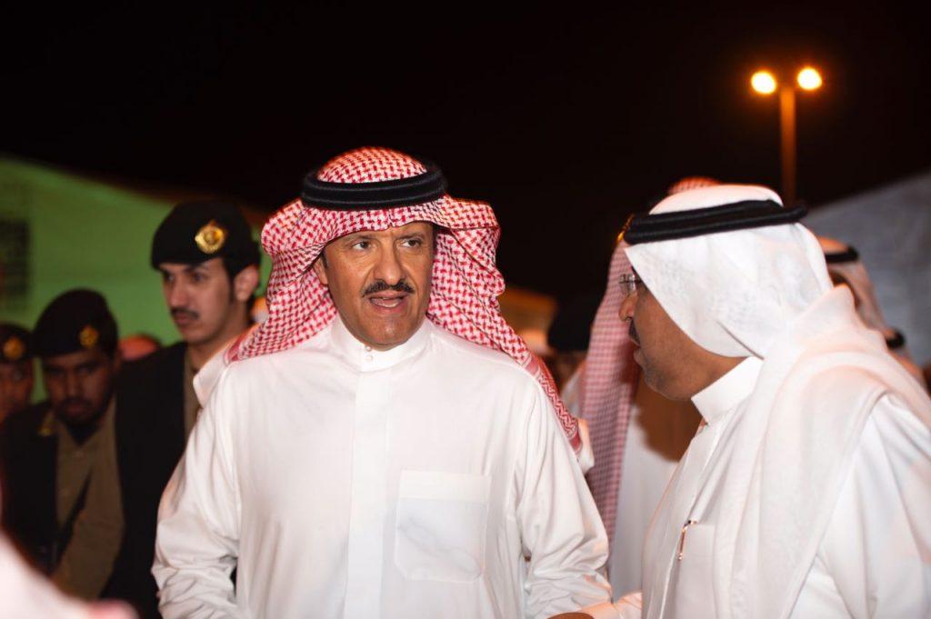 الأمير سلطان بن سلمان يزور سوق عكاظ ويشيد بعروض الفروسية