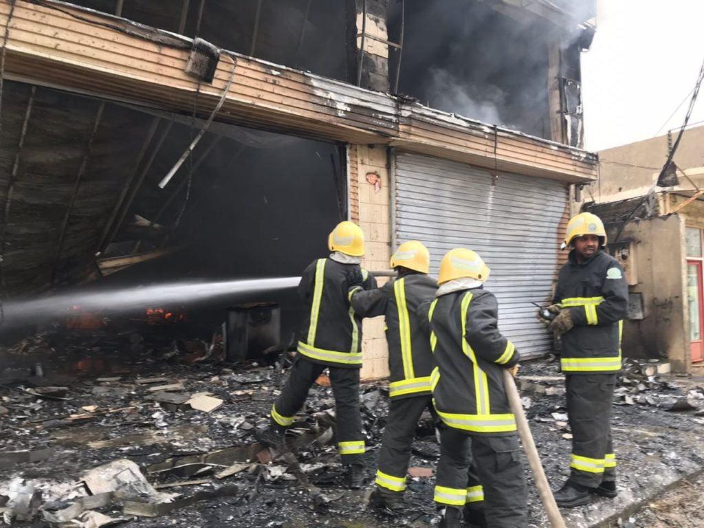 فرق الدفاع المدني تتمكن من السيطرة على حريق بالمخواة