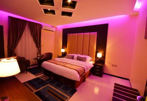 سياحة نجران تمنح ترخيص تشغيل فندق 4 نجوم لمستثمر بمحافظة شروره