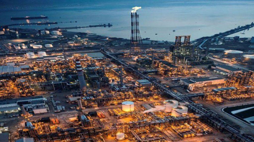 مصفاة نفط سعودية تصدر أول شحنة من البنزين إلى أميركا