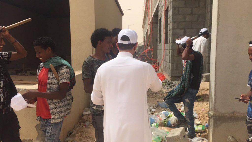 """عمل وتنمية الرياض يحرر """"41"""" مخالفة لقرار منع العمل تحت أشعة الشمس ويستدعي """"3"""" شركات"""