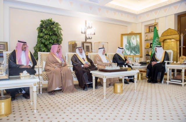 أمير القصيم يستقبل محافظ عنيزة بمناسبة ضم ميدان الهجن للاتحاد السعودي