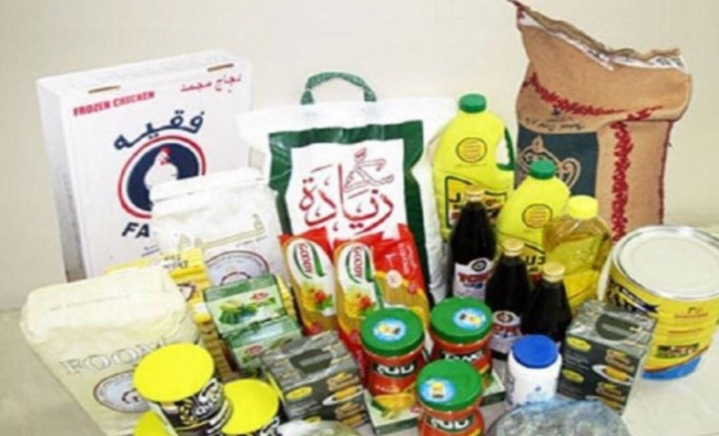 لجنة تراحم تبوك توزع سلة غذائية على أسر سجناء محافظة تيماء