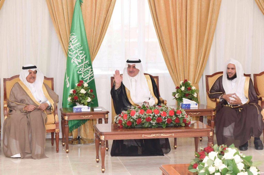 امير تبوك يلتقي رئيس وأعضاء لجنة إصلاح ذات البين بالمنطقة