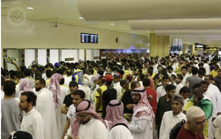 شاهد.. استقبال جماهير النصر للاعب أحمد موسى لحظة وصوله الرياض!