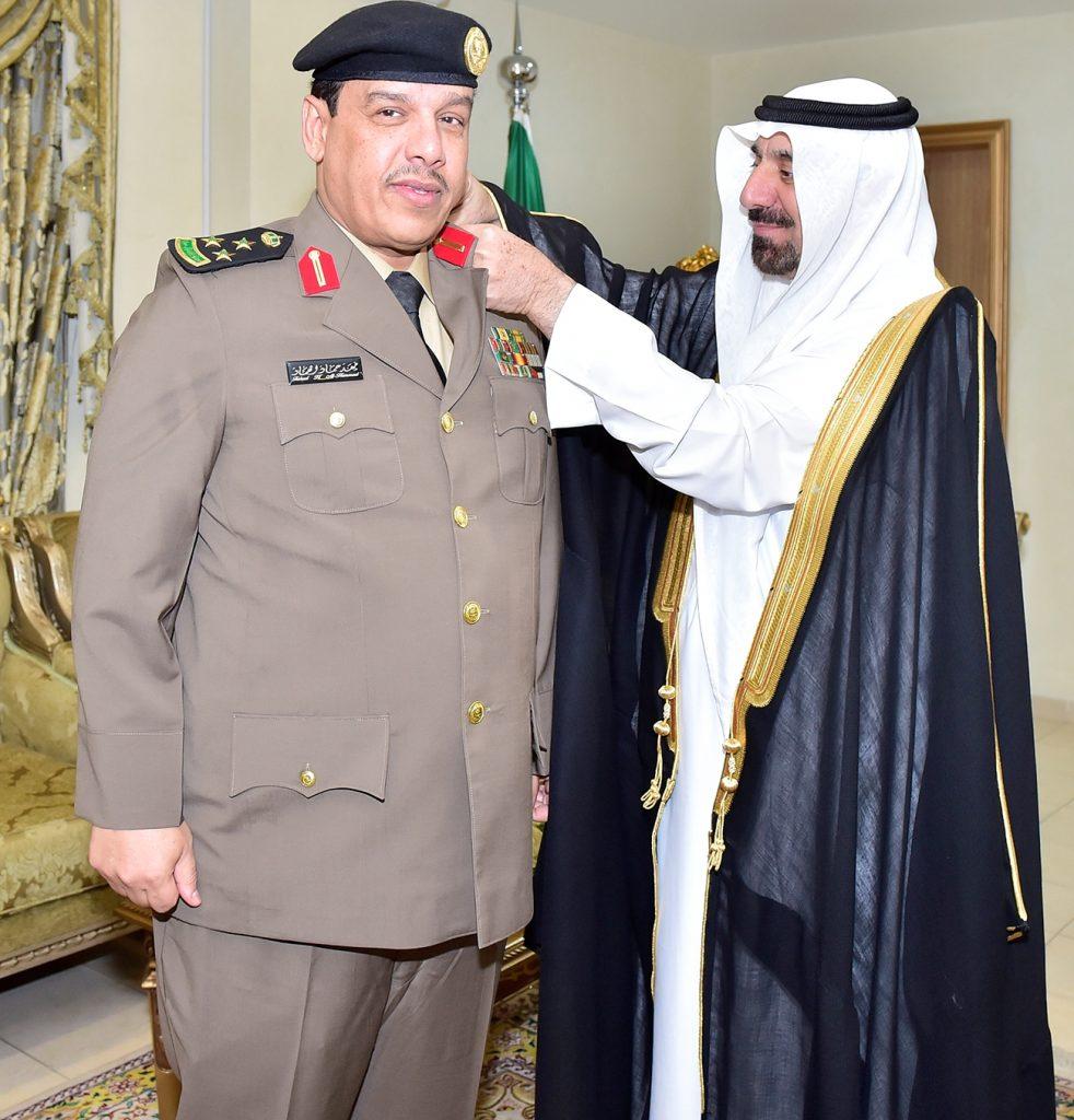 أمير نجران يقلد مدير مكافحة المخدرات رتبة عميد