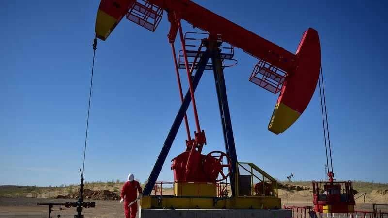 استقرار أسعار النفط بدعم من تحركات متعاملين