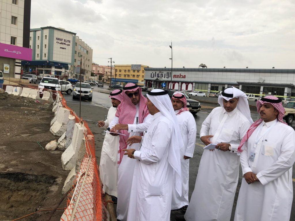 امين عسير يقف على عدد من المشاريع بابها في جولة تفقدية