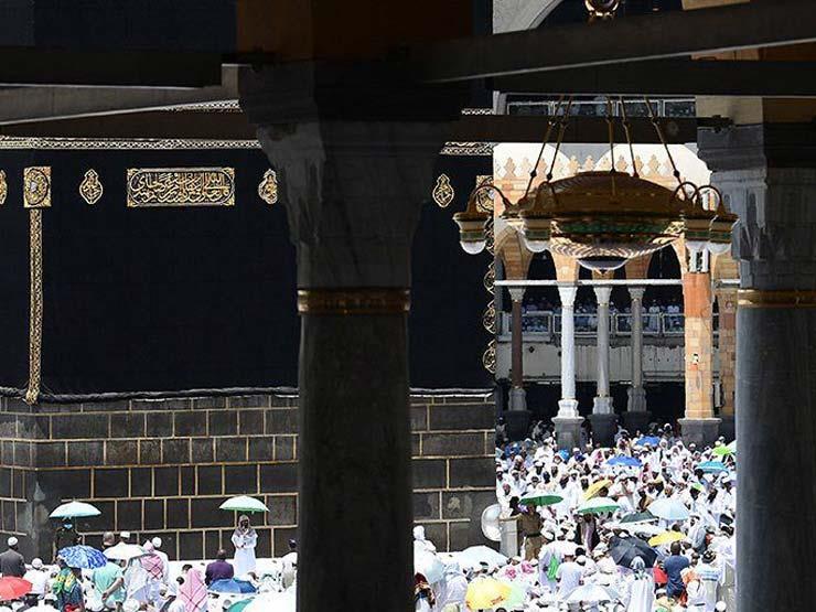 جموع المصلين يؤدون صلاة الجمعة بالمسجد الحرام