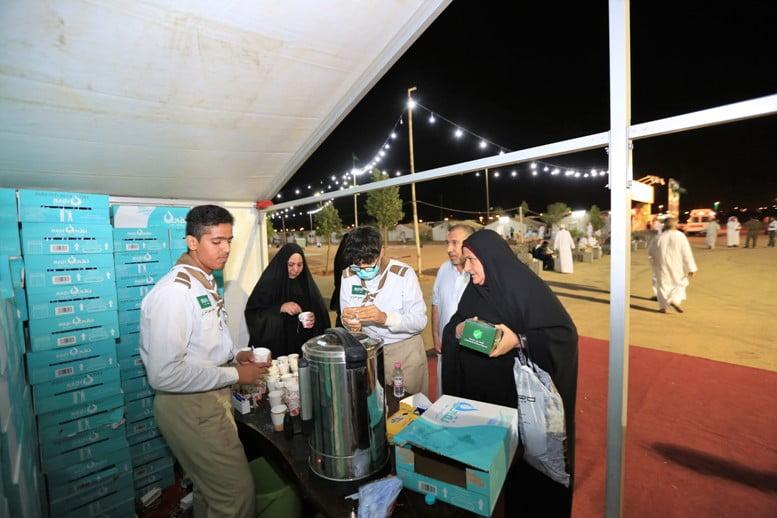 وزارة الحج تقدم 15 ألف وجبة لضيوف الرحمن بمدينة حجاج أبو عجرم الجوف