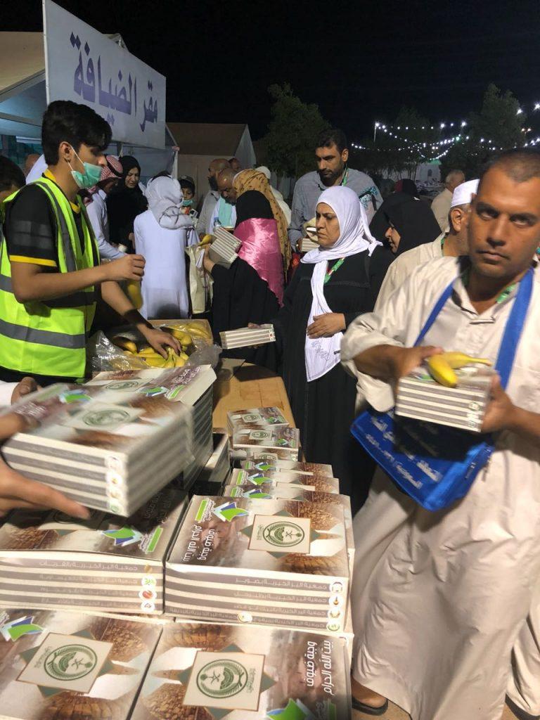 تنسيقي جمعيات الجوف يدعم مدينة الحجاج بأبو عجرم ب 20 ألف وجبة