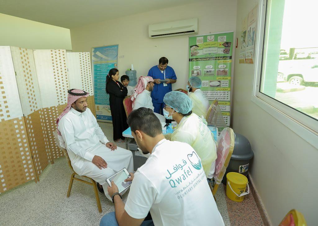 """""""قوافل طب الأسنان"""" بجامعة القصيم تُنفذ حملتها الـ21 بمركز الفوارة"""