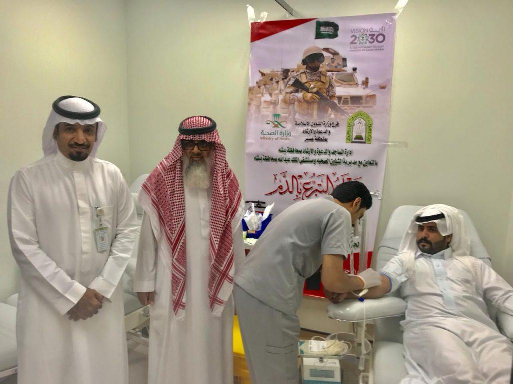 مديرا الصحة والمساجد ببيشة يدشنان حملة التبرع بالدم للجنود المرابطين