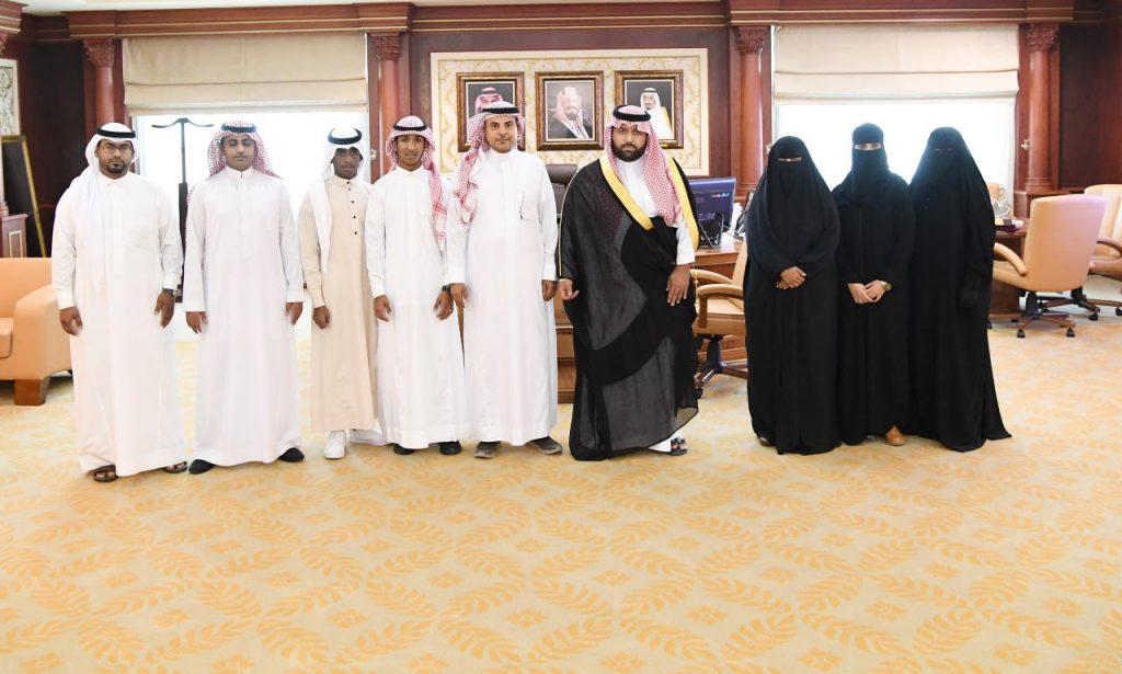 أمير جازان بالنيابة يكرم الأيتام واليتيمات الفائزين بمسابقة القرآن الكريم على مستوى المملكة