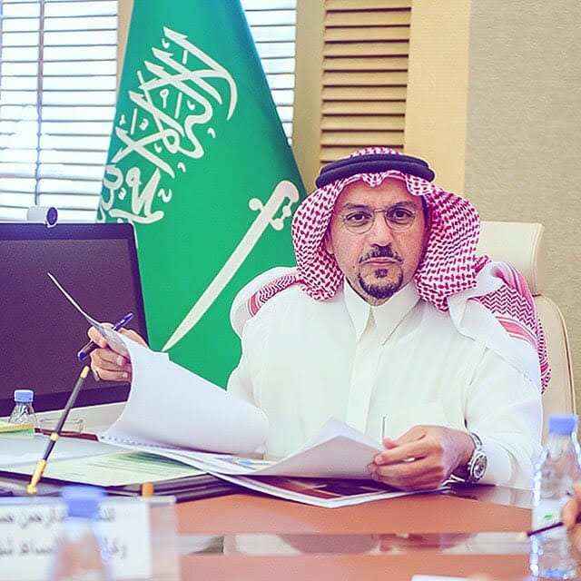 أمير القصيم يوجه بتشكيل لجنة إِشرافية عليا لتنمية المنشآت الصغيرة والمتوسطة بالمنطقة