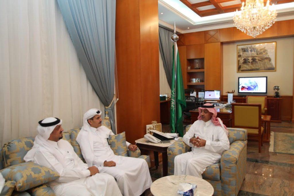 محافظ ينبع يلتقى مدير إدارة العلاقات الحكومية ارامكوا السعودية