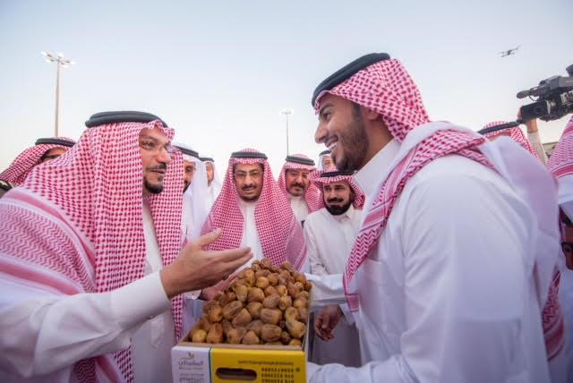 أمير القصيم يزور مهرجان تمور بريدة ويؤكد أنه سيكون بإشراف مباشر من مجلس التنمية السياحية