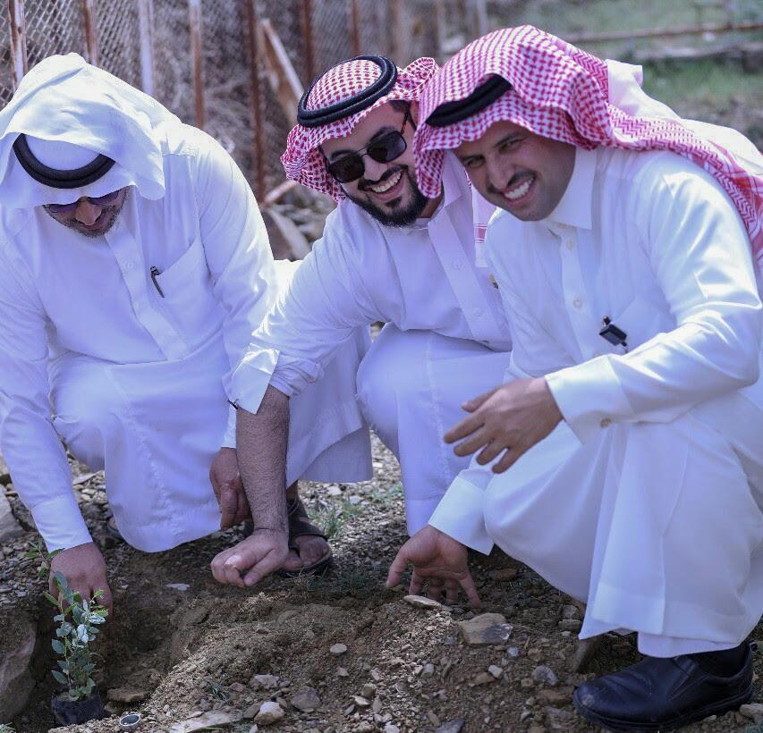 مشاركات الدوائر الحكومية برجال ألمع تسهم في إنجاح مبادرات زراعة شجرة السدر بالمحافظة