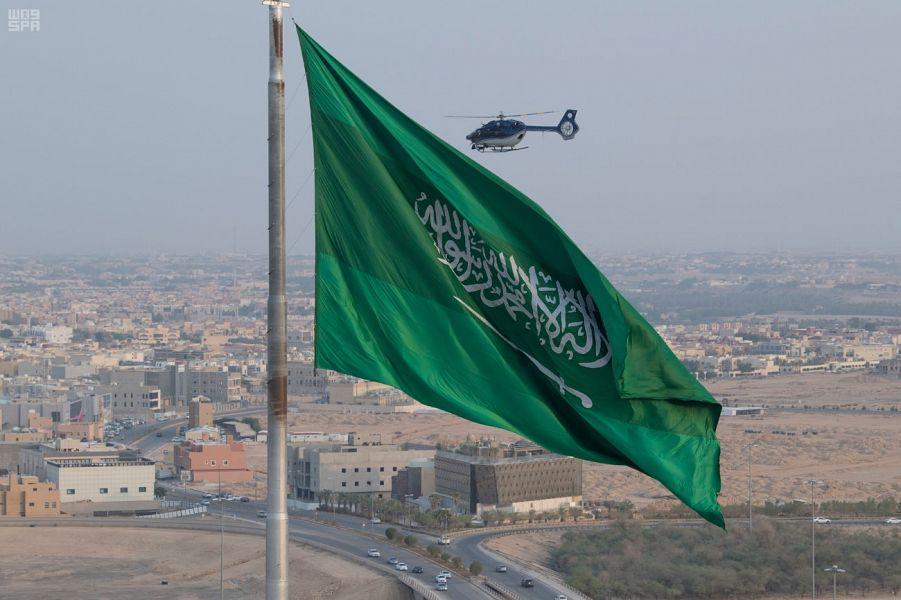 طيران الأمن يتابع احتفالات اليوم الوطني جواً ويسهم في التقاط الصور جواً للإعلاميين