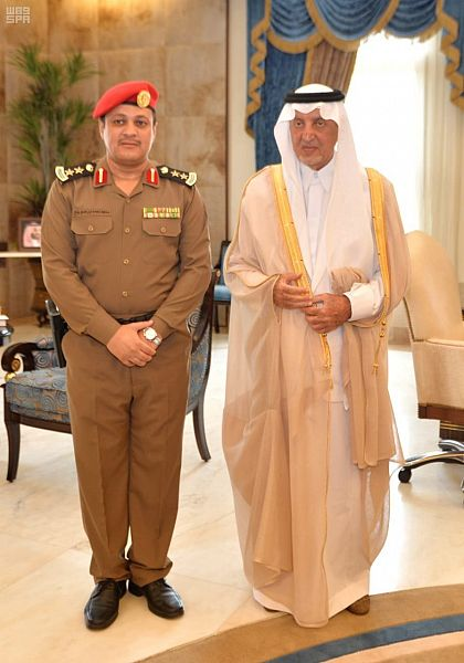 الأمير خالد الفيصل يقلد مساعد قائد أمن الإمارة بجدة رتبته الجديدة