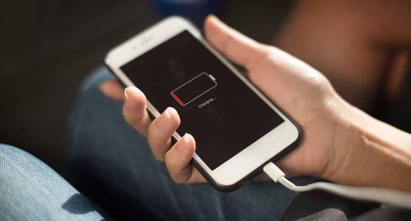 هل تعلم أن بطارية آيفون ضمن الأسوأ بين الهواتف ؟!