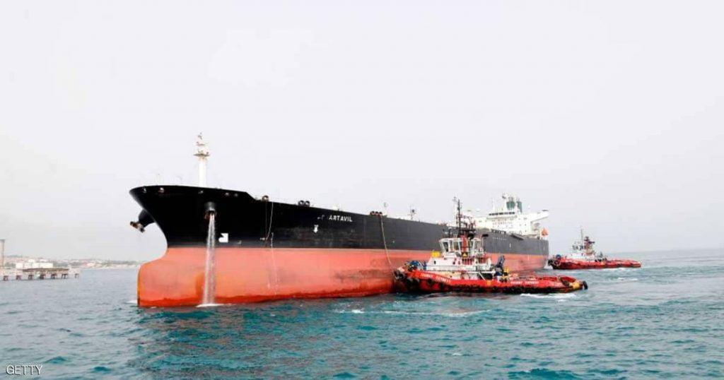 إيران تلجأ إلى تخزين نفطها في ناقلات النفط لعدم وجود مشترين
