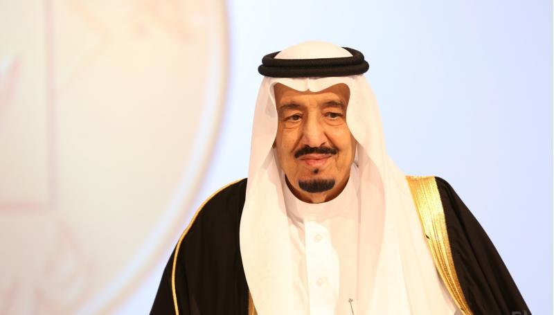 خالد بن سلمان ينشر فيديو نادراً للملك سلمان و هو طفل بصحبة المؤسس