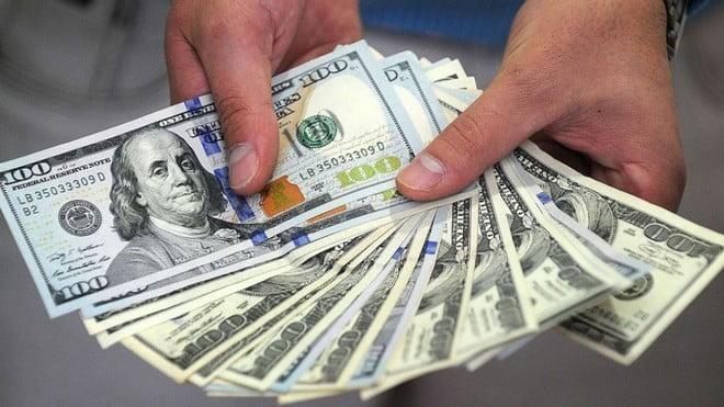 الدولار عند أعلى سعر في شهرين