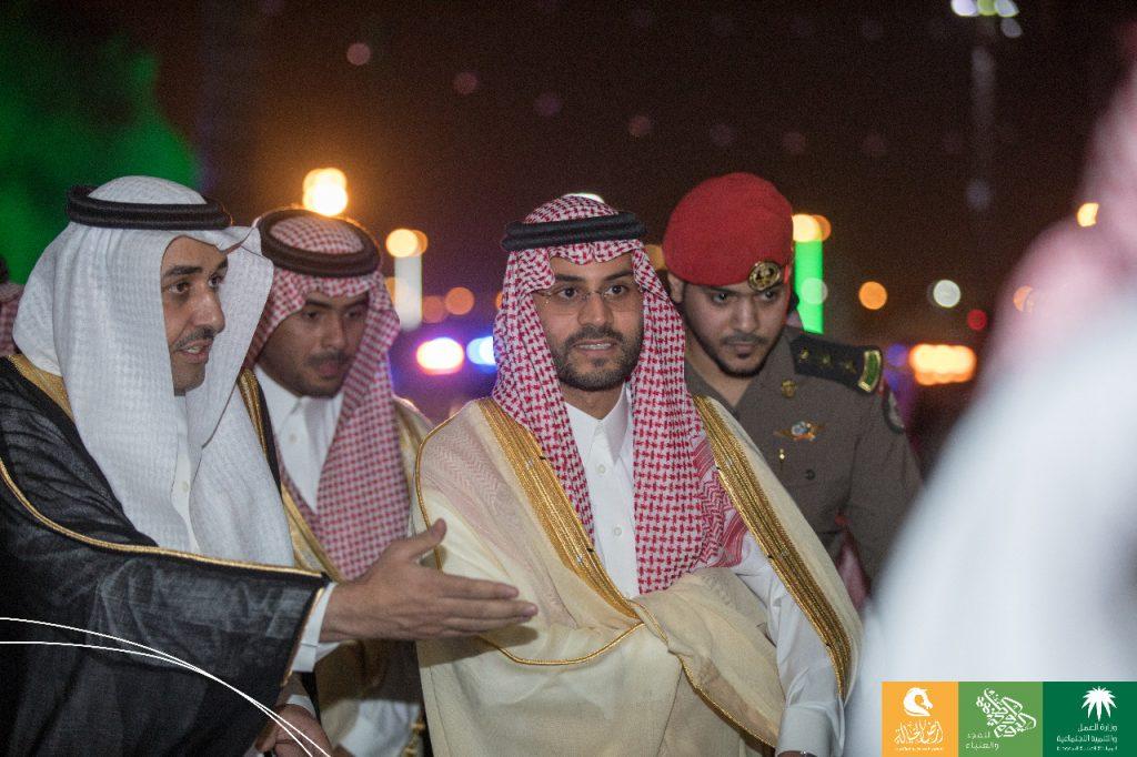 نائب أمير منطقة حائل يزور احتفالات العمل والتنمية الاجتماعية بحديقة السلام