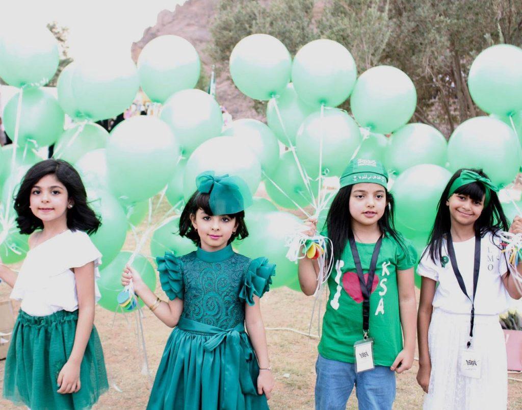 جمعية فخر التطوعية النسائية بحائل ترسم مبادرة فرح وحب لزوار حديقة السلام ابتهاجا بالذكری الوطنية